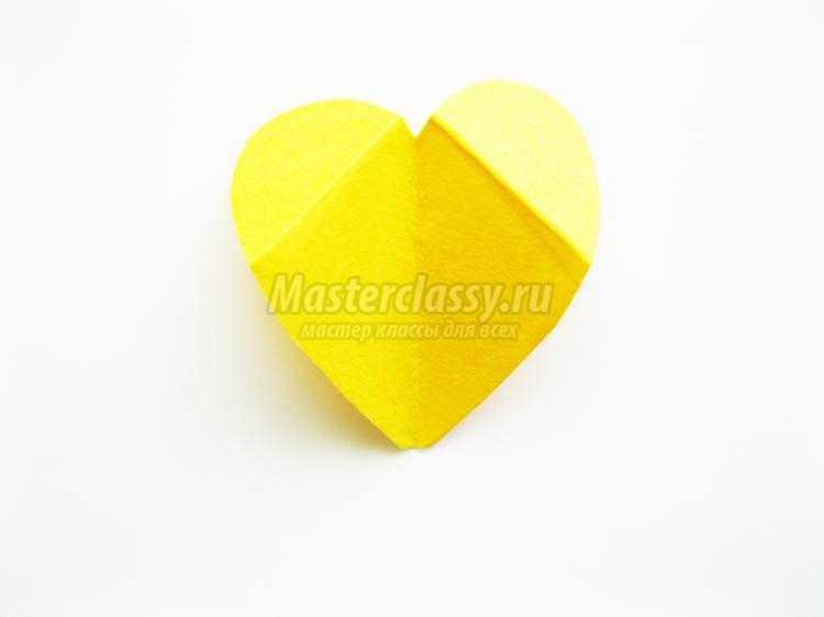 курочка из бумажных сердечек