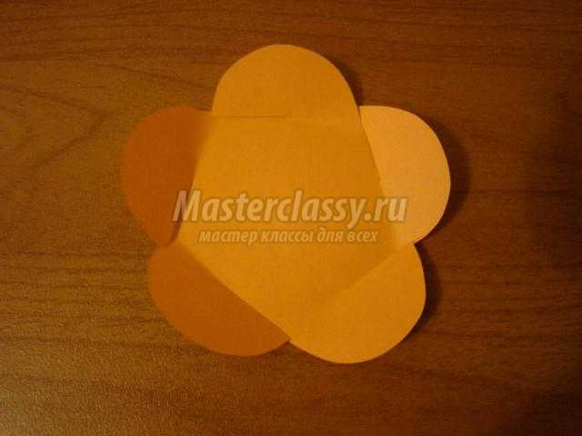 цветок из бумаги для пчелки Майи