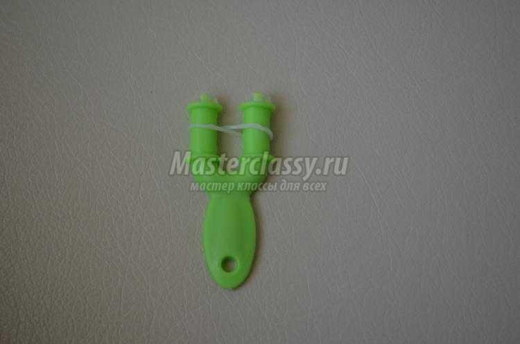 браслет из резинок на рогатке. Цветочный