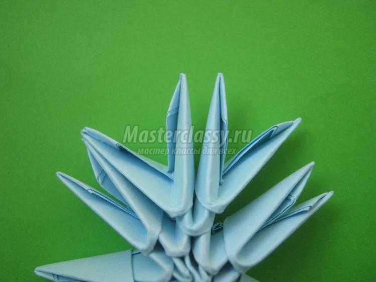 простая снежинка в технике модульного оригами