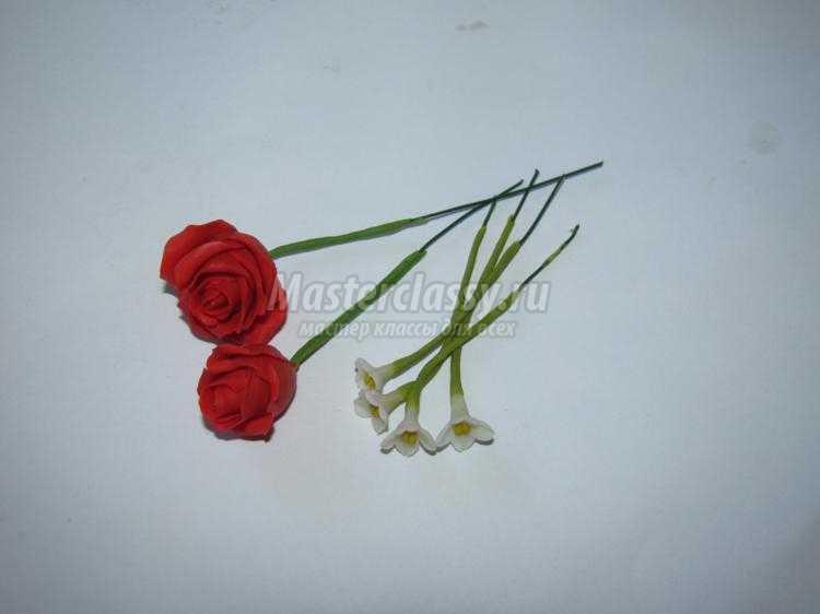 заколка с розами из холодного фарфора