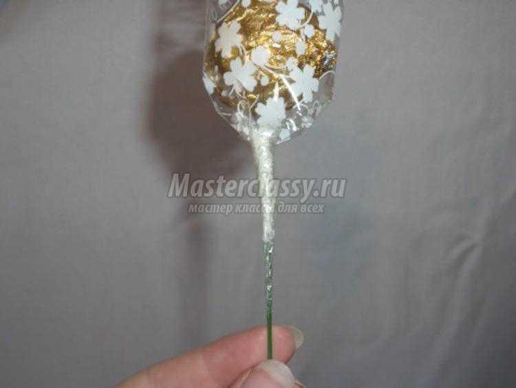 сладкий букет из конфет с герберами