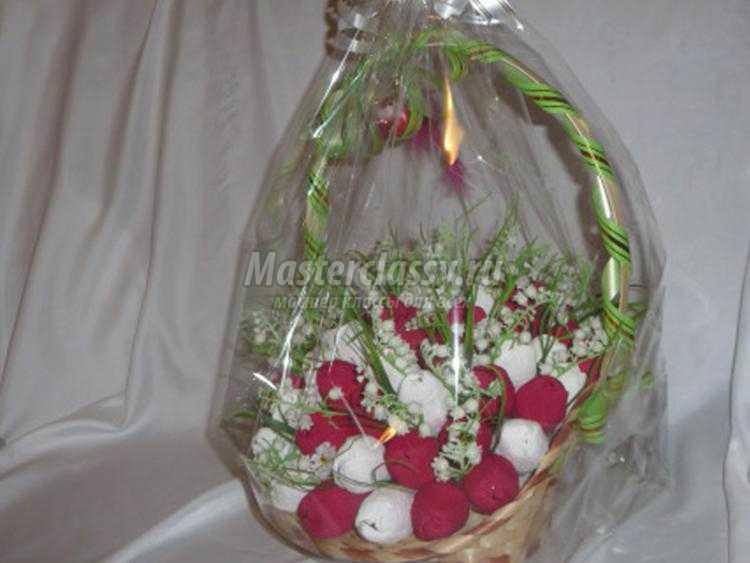 1438954470_24 Как сделать букет из конфет своими руками для начинающих пошагово: мастер класс, фото. Букет из конфет и гофрированной бумаги, игрушек, цветов, в корзинке с розами и тюльпанами: композиции, фото