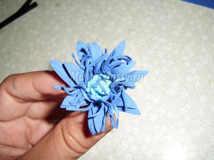 заколка с цветком из фоамирана