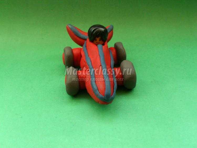 гоночная машина из пластилина