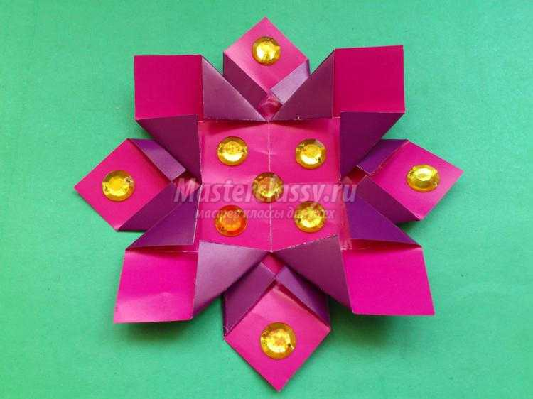 модульное оригами. Снежинка из бумаги с бусинами