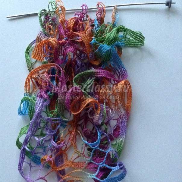 шарф на спицах из ленточной пряжи