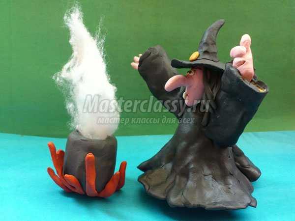 ведьма на Хэллоуин из пластилина