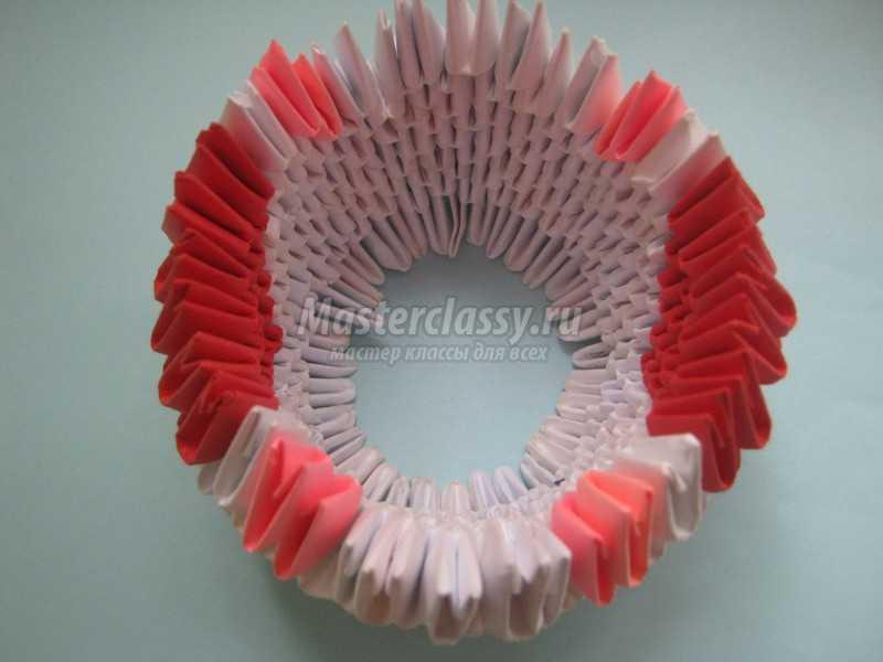 лебедь в технике модульного оригами