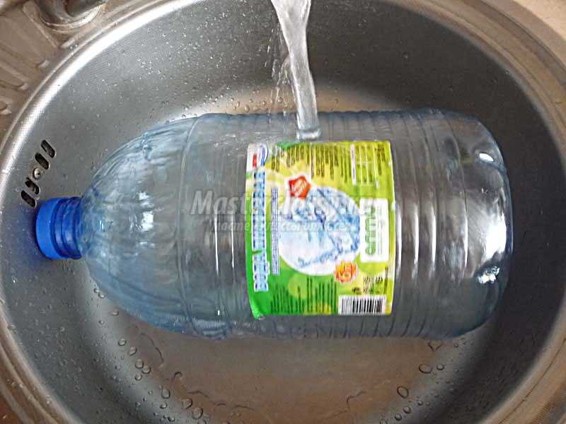поросенок из пластиковой бутылки