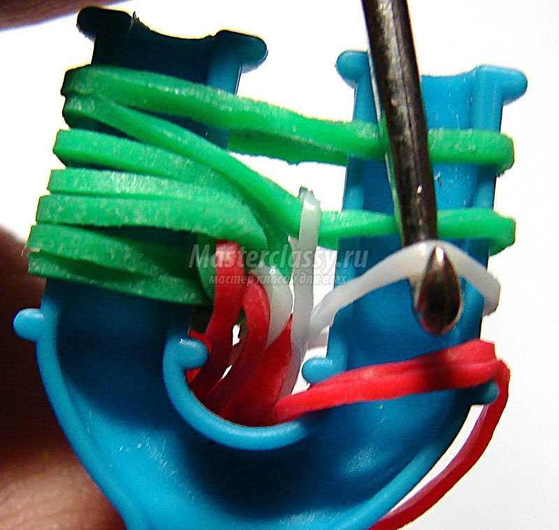 плетение браслетов из резинок видео на рогатке