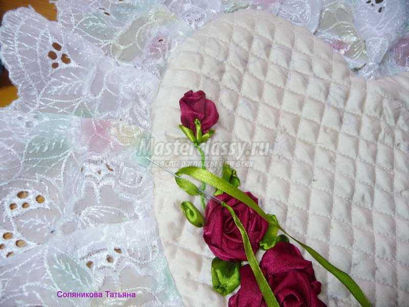подушки вышитые лентами