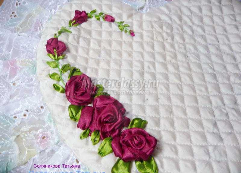 вышить подушку лентами