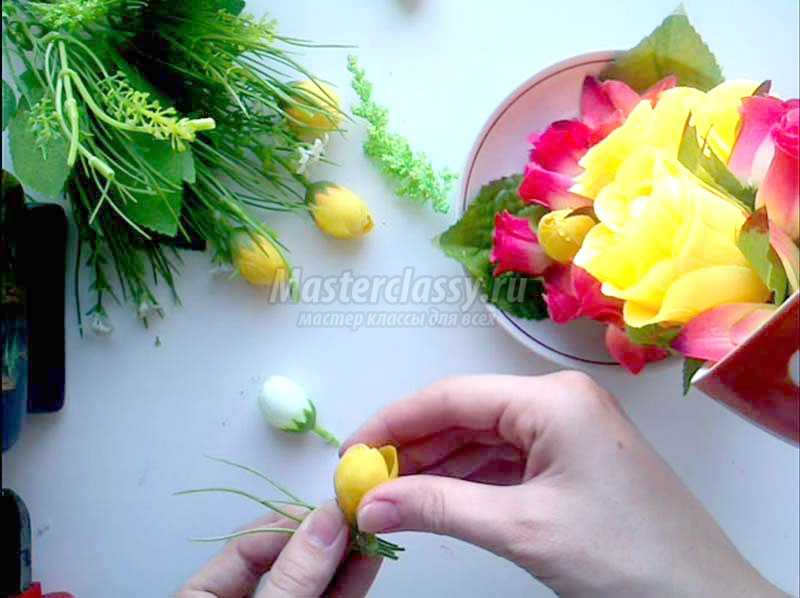 парящая чашка с цветами