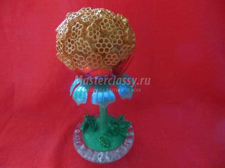 1445927612_1_750x562 Мастер-класс: как сделать топиарий из шишек, кофе или макарон