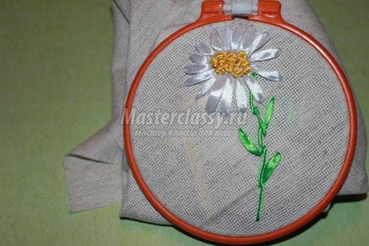 1446186145_7_750x500 Вышивка лентами ромашки мастер-класс — HandMade