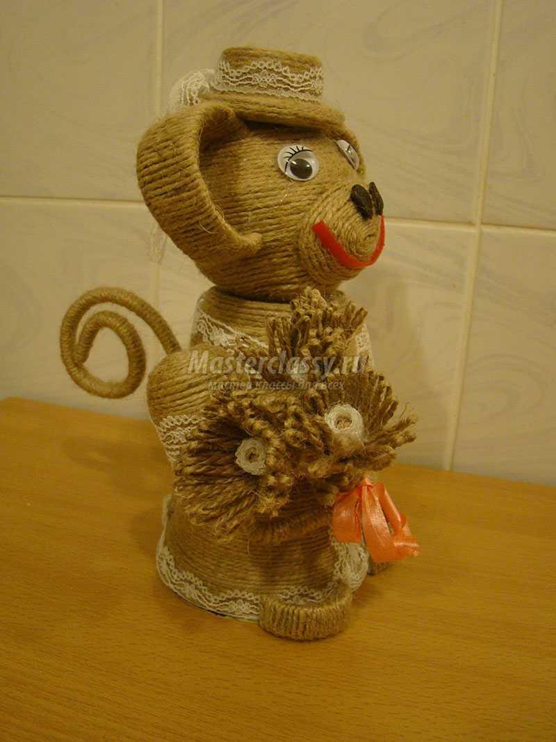 обезьянка из шпагата и кофейных зерен