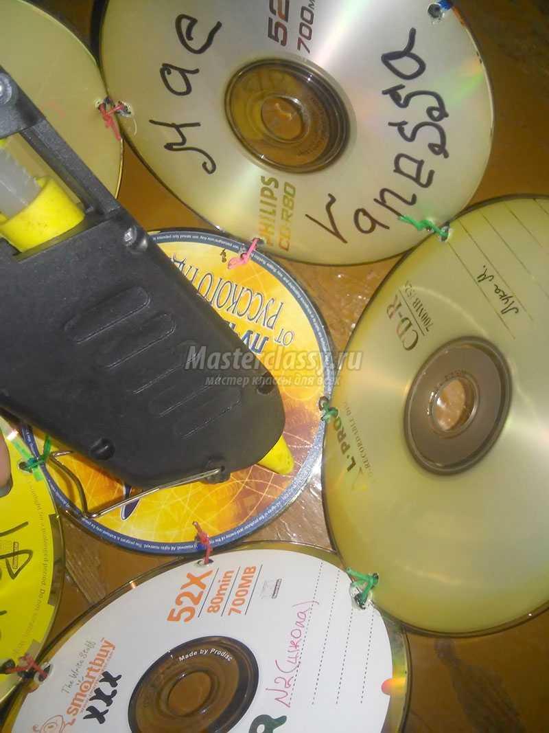 как сделать из дисков украшение на елку