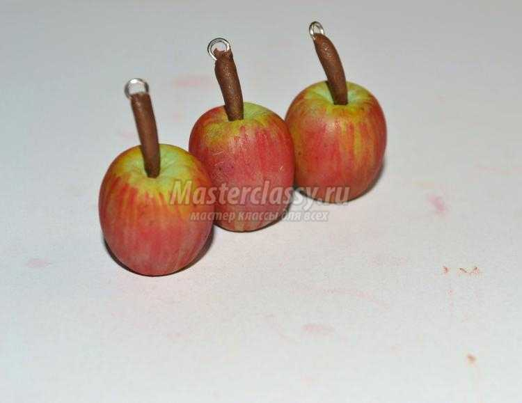комплект украшений из полимерной глины. Яблочки