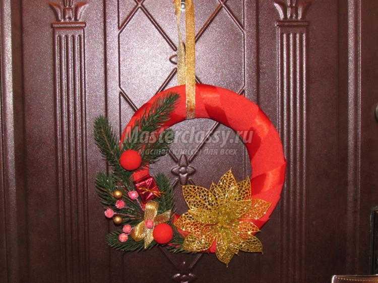 новогодний венок на двери своими руками