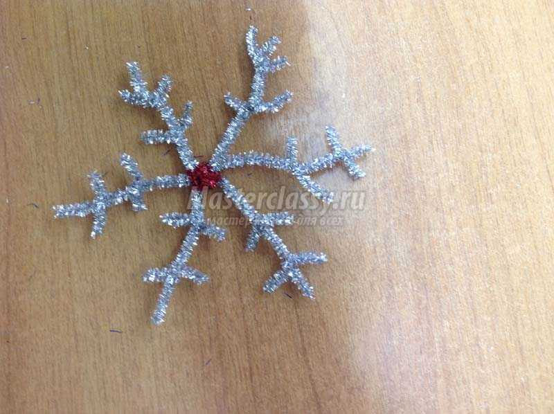 снежинки из мишуры фото