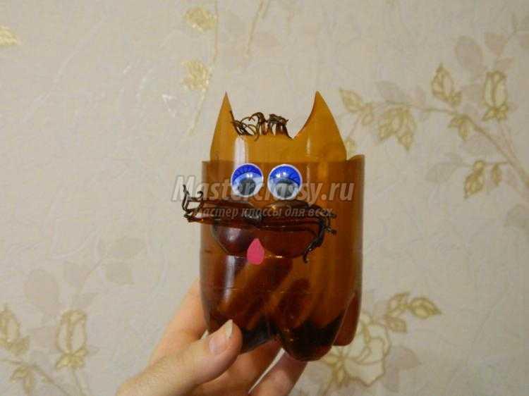 цветочный горшок из пластиковой бутылки. Щенок