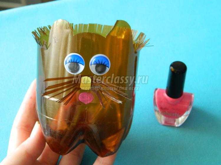цветочный горшок из пластмассовой бутылки. Кот