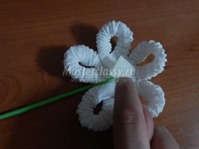«Подарок для мамы в технике гофротрубочек цветы «Ромашка»