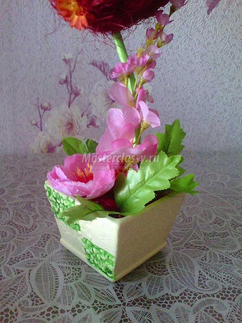 топиарии из искусственных цветов и сизаля