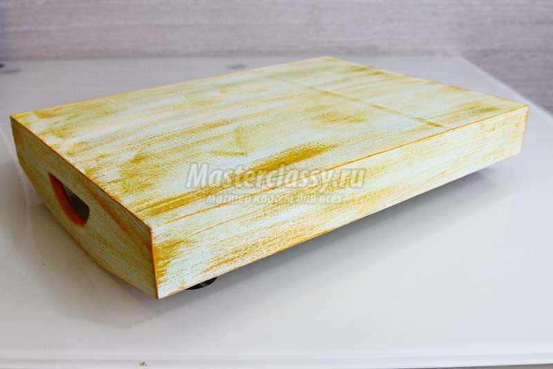 декупаж деревянного подноса
