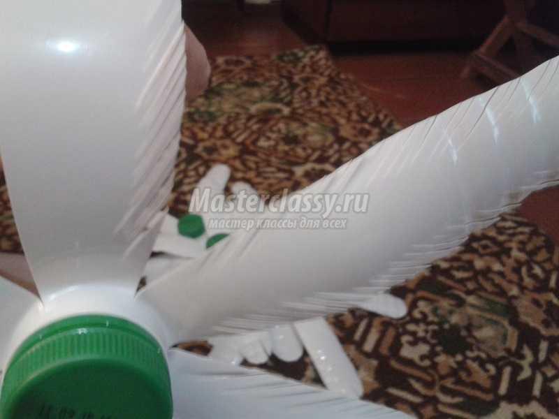елочка из пластиковых бутылок своими руками