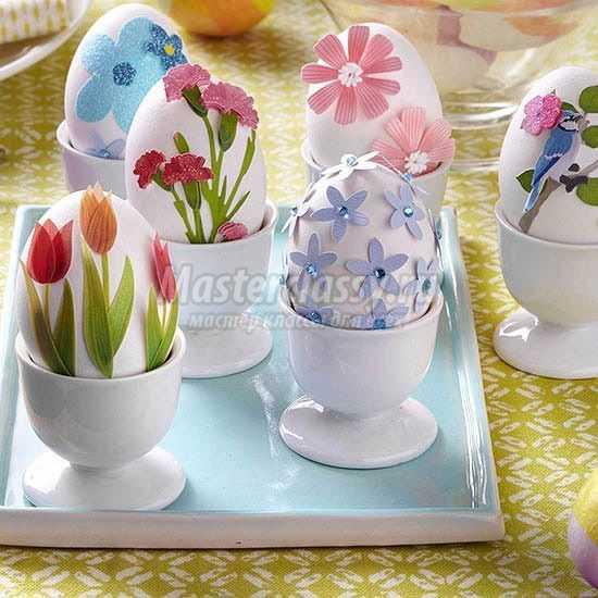 1489583654_inspired-diy-flower-easter-eggs-easter-egg-decorating-ideas-diy-craft-ideas-for-holidays-f473031-copy Подарок на пасху своими руками: 10 идей с пошаговым фото